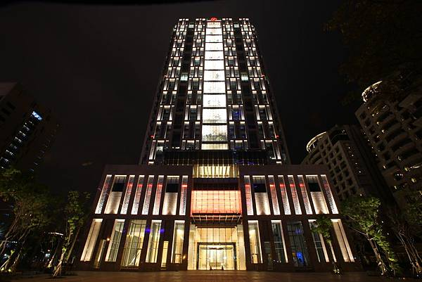 大樓外觀-夜景2.jpg