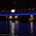 拍攝的步行橋 - 在路燈左右拍攝的. 還是在橋上^^.jpg