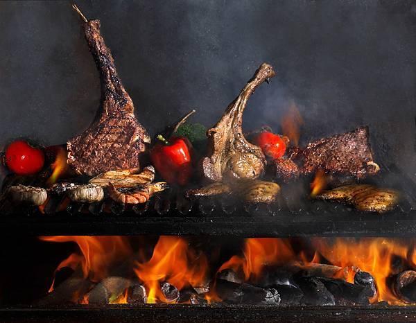 棧直火廚房以黑鐵烤爐柴燒炭烤牛排.JPG
