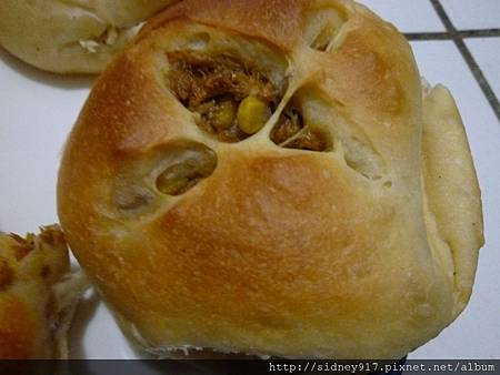 軟Q的鯖魚玉米麵包
