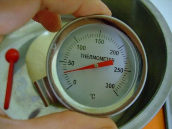 因為喝冰水 而且吹冷氣 所以溫度還可以接受.jpg