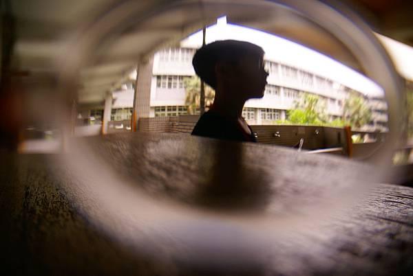 如果把凸透鏡放在鏡頭前又會如何呢?攝影/承叡、模特兒/旼倫