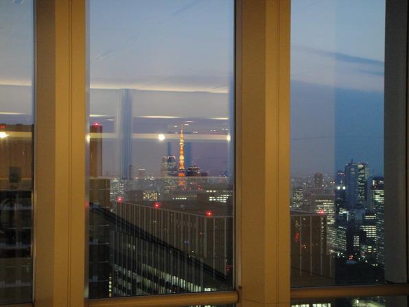 丸之內36F的景觀~ 可以看到Tokyo Tower耶~ 好漂亮喔~~