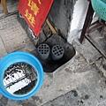 讓我受罪的螺絲~ 一旁的是煤炭~ 以前在中國電影裡有看到過~