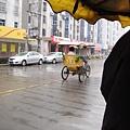 這次我搭了人力三輪車囉~ 到西塘車站
