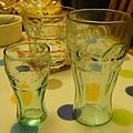 今天買到的可樂杯(左)和以前在舊金山漁人碼頭買的可樂杯(右)