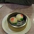 壽桃~ 可惜裡面是綠豆泥而不是紅豆泥~.jpg