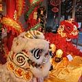 對於華人來說~這是很可愛的獅子吧~ 但老公說哪裡可愛了~ 哈哈.jpg
