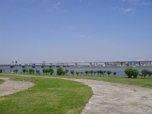 河堤一景~~ 這天天氣真是好~~
