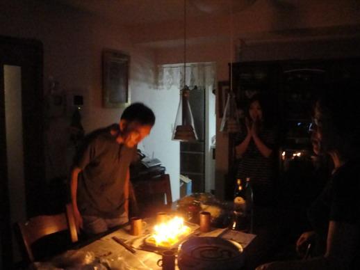 吃飯前先唱一下生日快樂歌~ Hiro爸六十二囉~~