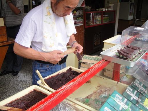 一串串的塗上紅豆泥