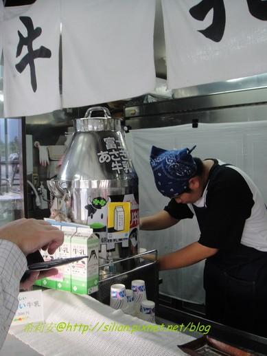 還有一杯要價二百日元的鮮牛奶