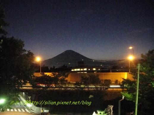 到了御殿場也能清楚的看見富士山