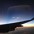 奇妙的雲~ 就著樣亮亮的在近傍晚的天空~ 不知道這是什麼現像呢?