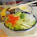生菜沙拉,古邊那個涼粉,脆脆的,口感好好喔~