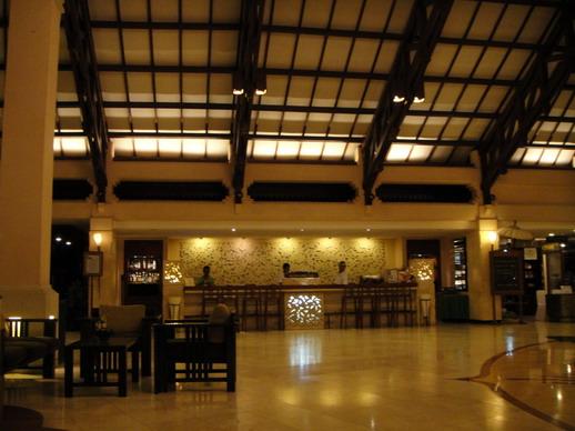 飯店大廳一角, 那個櫃檯是做迎賓飲料的地方?