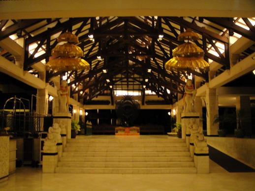 Ramada Bintang 的大廳入口