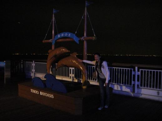 海豚照像景點~ 每層各個角落都可見到各種與海有關的雕像供拍照留念喔~