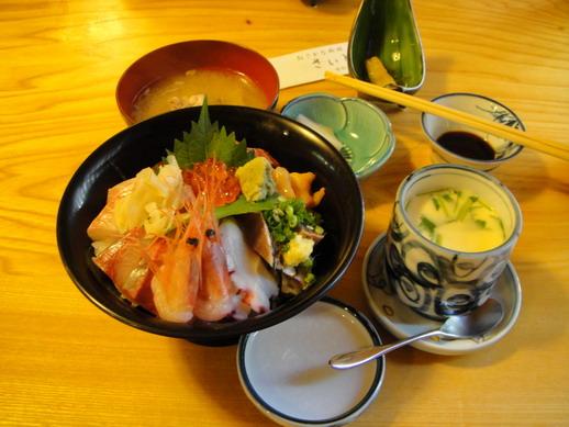 海鮮丼~ 今天的午餐