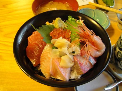 很豐富的海鮮丼~