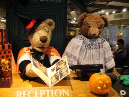 一進去就有泰迪熊的接待處~