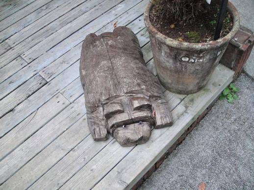 博物館一角的木頭擺飾