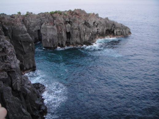 海水超深藍~ 可惜天色己暗~ 技術又不好~ 拍不出它清澈的深藍來~