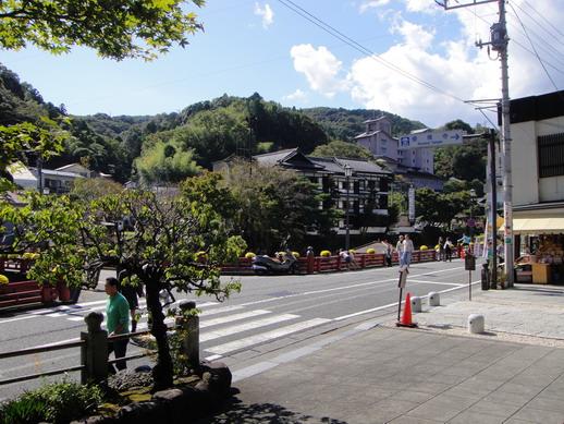 修善寺前的街道~ HIRO叫我拍的~ 因為銀樣會入鏡到~=.=