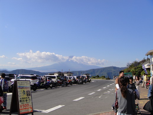 今天的富士山爺爺還是有雲兒做伴