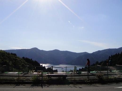 居然在蘆之湖旁有個高爾夫擊球場