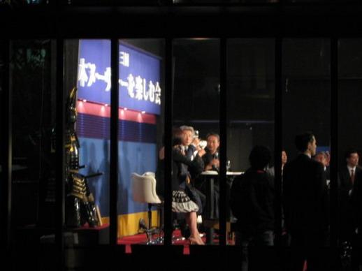 日本前首相小泉純一郎和他有名的波浪頭