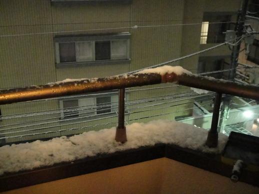 我家的陽台也小積雪