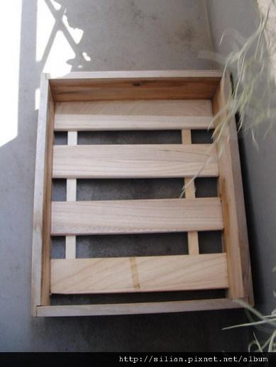 幫木箱黏上新底座