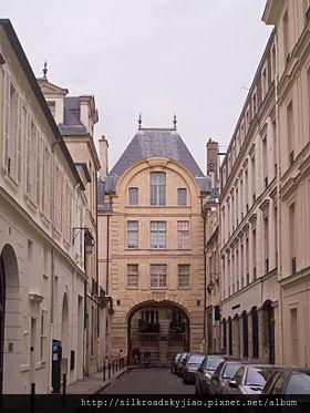 280px-Hôtel_de_Bretonvilliers,_Paris_-_Arcade_from_Rue_de_Bretonvilliers_02