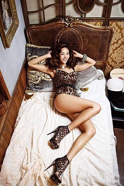 G.NA TOP GIRL 5.jpg