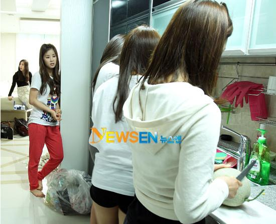 20110530_apink_dorm_invasion_19.jpg