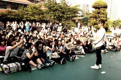 20110530_woohyuk_fansign.jpg