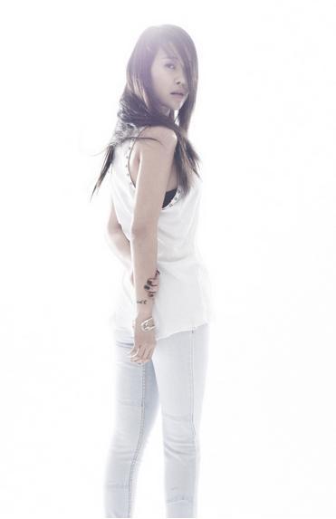 Baek-Ji-Young-3