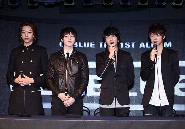 2011-03-21-CNBLUE-First-Step-10