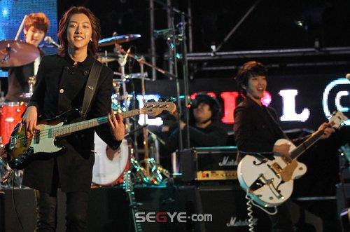 2011-03-21-CNBLUE-showcase-6