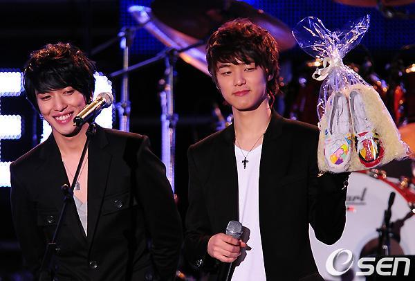 2011-03-21-CNBLUE-showcase-10