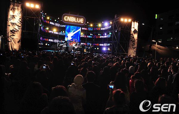2011-03-21-CNBLUE-showcase-1