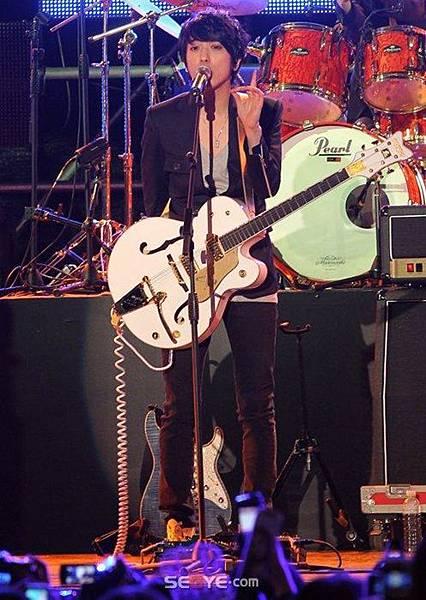 2011-03-21-CNBLUE-showcase-19