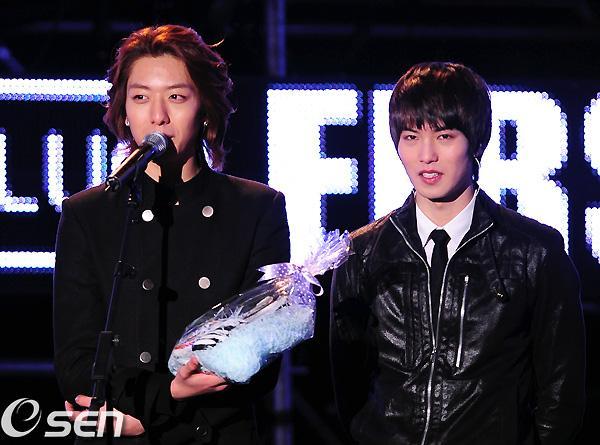 2011-03-21-CNBLUE-showcase-11