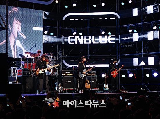2011-03-21-CNBLUE-showcase-2