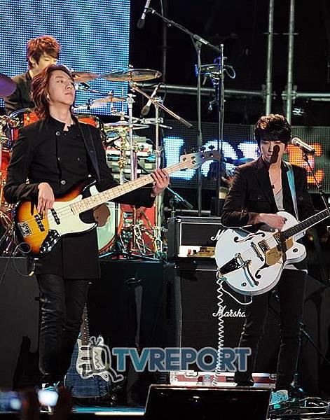 2011-03-21-CNBLUE-showcase-7