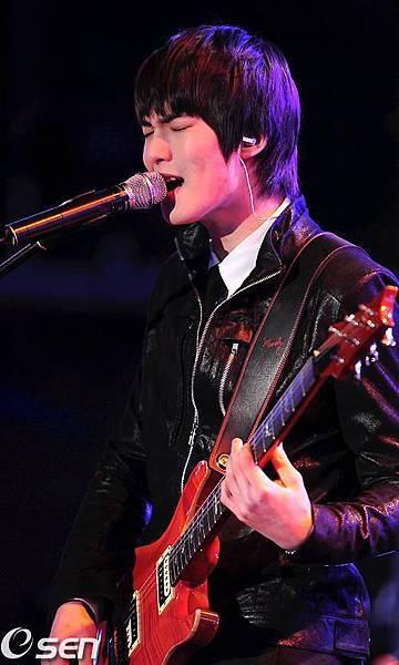 2011-03-21-CNBLUE-showcase-12