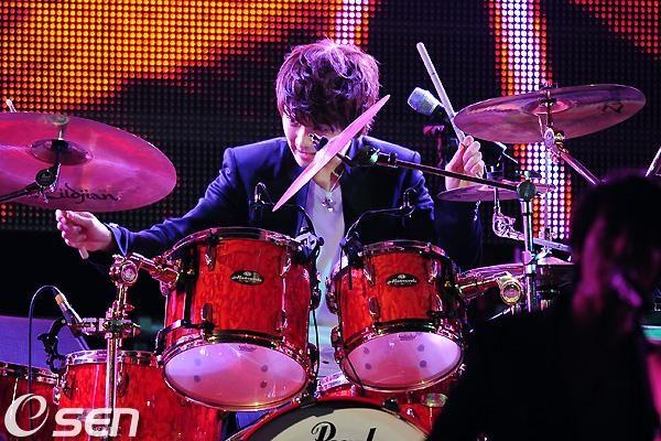 2011-03-21-CNBLUE-showcase-14