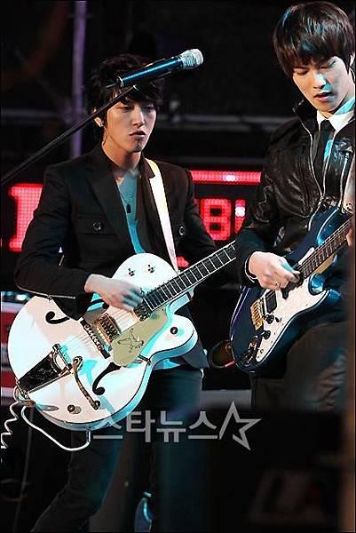 2011-03-21-CNBLUE-showcase-9