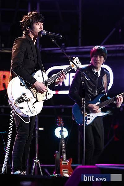 2011-03-21-CNBLUE-showcase-8